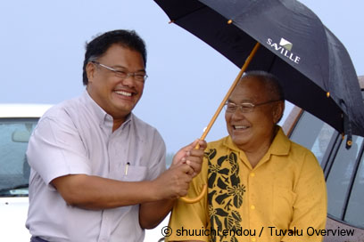 Left : Taukelina Finikaso, Right : Kamuta Latasi